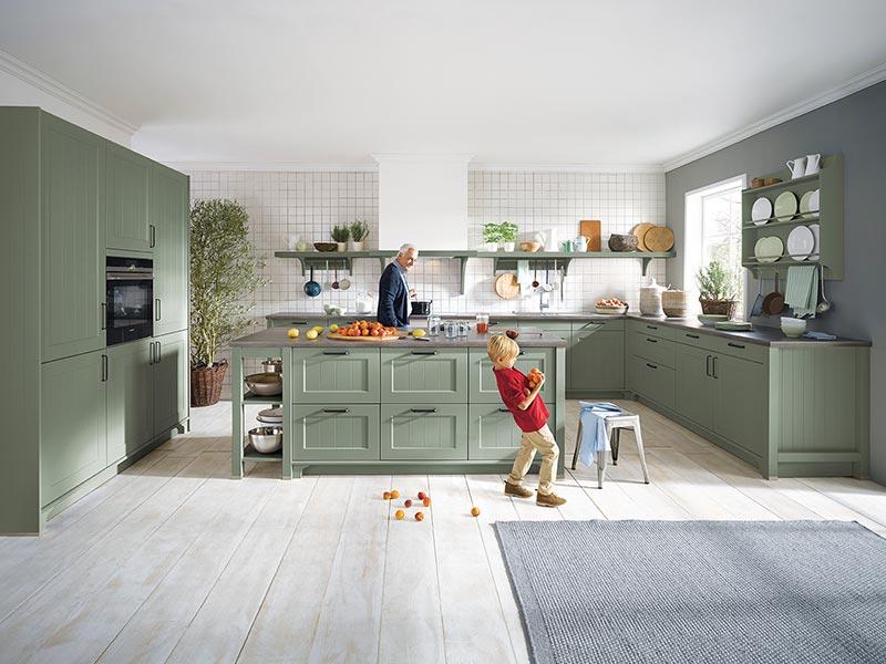 Küche Landhaus modern grün Kücheninsel