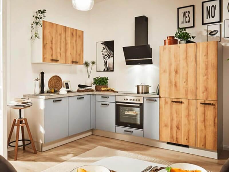 Küchenzeile L-Form grau Holz-Optik mit Tisch bei Wohn Schick
