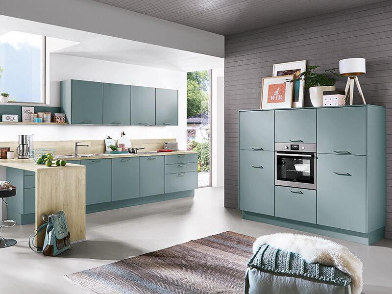 Küche groß aqua blau mit Holz-Optik hell