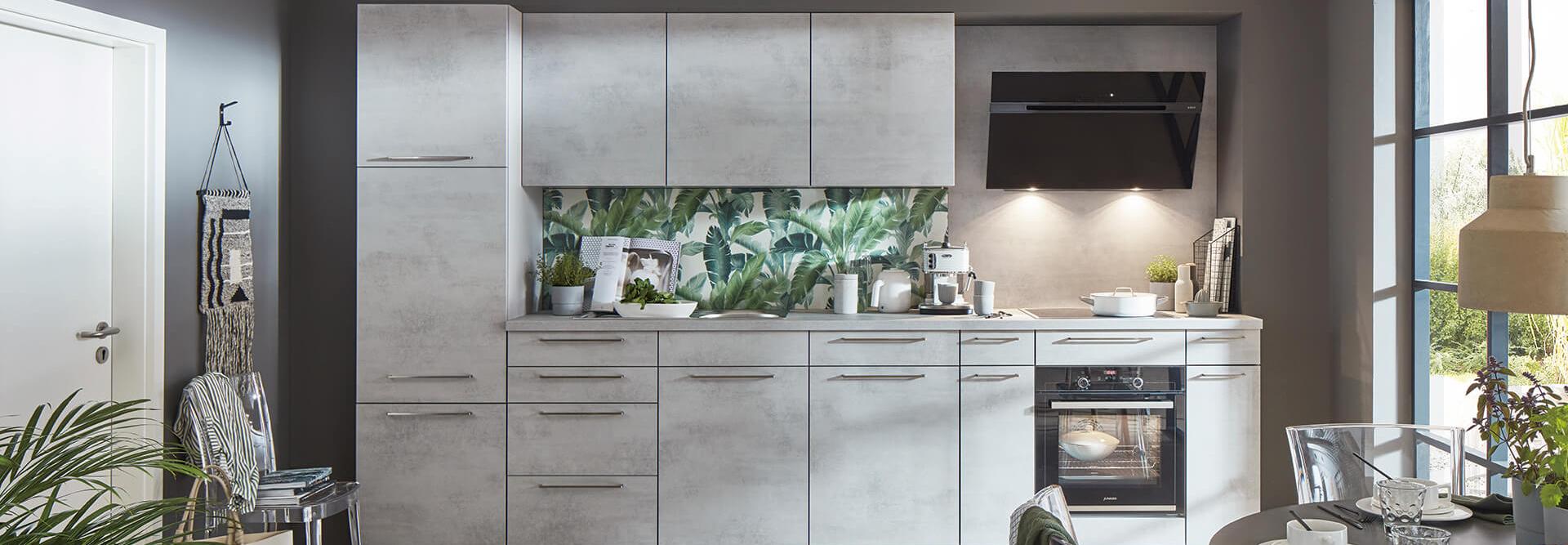 Moderne Kuechenzeile küchenrückwand Urban Jungle Beton-Optik mit Elektrogeräten nobilia Wohn Schick
